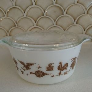 VTG Pyrex Early American 1.5 Qt With Lid E